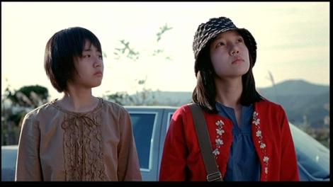 Die Schwestern Soo-yeon (Moon Geun-Young) und Soo-Mi (Lim Soo-Jung)